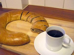 Vetekrans och en kopp kaffe